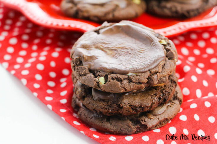 Featured image showing the finished mint chocolate chip cookies.