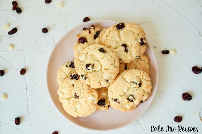 Featured image showing the finished white chocolate cranberry cookies ready to eat or share.